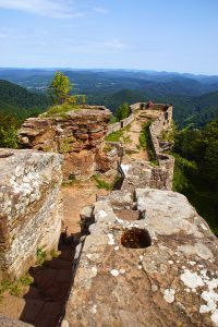 Zu den imposantesten Burgruinen im deutsch-französischen Grenzgebiet
